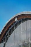 Τεμάχιο του σύγχρονου κτηρίου με το δομικό τοίχο γυαλιού στοκ εικόνες