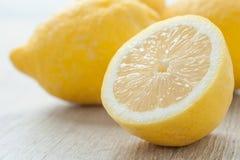 Τεμαχισμένα λεμόνια Στοκ Φωτογραφία