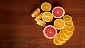 Τεμαχισμένα εσπεριδοειδή, πορτοκάλια και γκρέιπφρουτ απόθεμα βίντεο