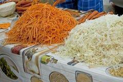 Τεμαχισμένα καρότα και λάχανο Στοκ φωτογραφία με δικαίωμα ελεύθερης χρήσης