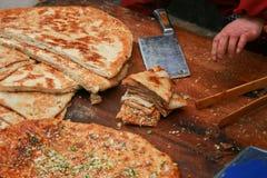 Τεμαχισμένα τρόφιμα οδών ψωμιού κρεμμυδιών Στοκ εικόνα με δικαίωμα ελεύθερης χρήσης