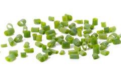 Τεμαχισμένα φρέσκα πράσινα κρεμμύδια που απομονώνονται στο άσπρο υπόβαθρο Στοκ Εικόνες