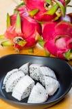 Τεμαχισμένα φρούτα δράκων σε ένα πιάτο Στοκ Εικόνα