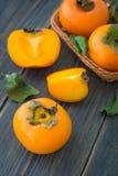 Τεμαχισμένα φωτεινά πορτοκαλιά persimmons Στοκ φωτογραφία με δικαίωμα ελεύθερης χρήσης