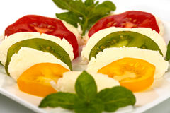 τεμαχισμένες μοτσαρέλα ντομάτες στοκ φωτογραφίες με δικαίωμα ελεύθερης χρήσης