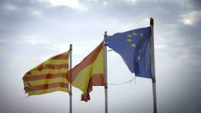 Τεμαχισμένες σημαίες της Ευρωπαϊκής Ένωσης της Καταλωνίας, της Ισπανίας και φιλμ μικρού μήκους