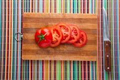 Τεμαχισμένες ντομάτες εν πλω Στοκ εικόνες με δικαίωμα ελεύθερης χρήσης