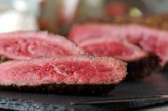 Τεμαχισμένη μπριζόλα βόειου κρέατος κοντά επάνω στοκ φωτογραφίες