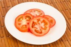 Τεμαχισμένη ντομάτα με το λεμόνι Στοκ εικόνες με δικαίωμα ελεύθερης χρήσης