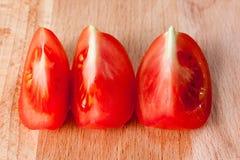 Τεμαχισμένη ντομάτα, τρία κομμάτια Στοκ Φωτογραφία