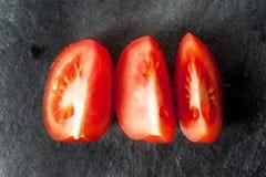 Τεμαχισμένη ντομάτα, τρία κομμάτια Στοκ φωτογραφία με δικαίωμα ελεύθερης χρήσης