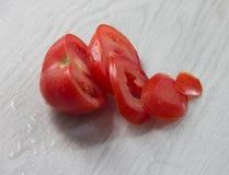 Τεμαχισμένη φρέσκια ντομάτα Στοκ φωτογραφία με δικαίωμα ελεύθερης χρήσης