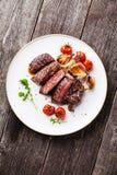 Τεμαχισμένη ψημένη στη σχάρα μπριζόλα Ribeye βόειου κρέατος Στοκ εικόνα με δικαίωμα ελεύθερης χρήσης