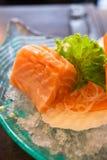 Τεμαχισμένος ακατέργαστος λιπαρός σολομός (sashimi σολομών) στοκ φωτογραφία με δικαίωμα ελεύθερης χρήσης