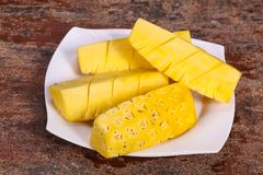 Τεμαχισμένος γλυκός ώριμος νόστιμος ανανάς στοκ φωτογραφία με δικαίωμα ελεύθερης χρήσης