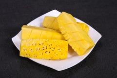 Τεμαχισμένος γλυκός ώριμος νόστιμος ανανάς στοκ φωτογραφίες