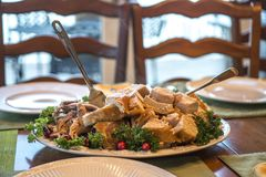 Τεμαχισμένο εξυπηρετώντας πιάτο της Τουρκίας ημέρας των ευχαριστιών Στοκ Εικόνα