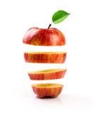 Τεμαχισμένο κόκκινο μήλων στο λευκό Στοκ Εικόνα