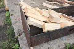 Τεμαχισμένο ξύλο σε mangal Στοκ εικόνα με δικαίωμα ελεύθερης χρήσης