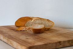 Τεμαχισμένο σπιτικό άσπρο ψωμί σίτου στοκ φωτογραφίες με δικαίωμα ελεύθερης χρήσης