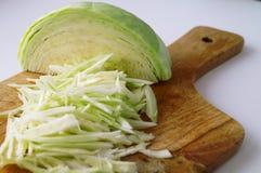 Τεμαχισμένο φρέσκο λάχανο στοκ εικόνες