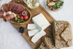 Τεμαχισμένο φρέσκο τυρί αιγών Στοκ Φωτογραφίες