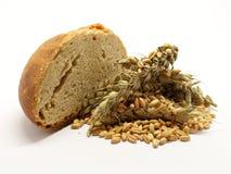 Τεμαχισμένο ψωμί με το σιτάρι στοκ φωτογραφίες