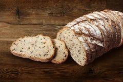 Τεμαχισμένο ψωμί σίκαλης με το λιναρόσπορο Στοκ Φωτογραφίες
