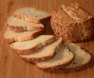 Τεμαχισμένο multigrain ψωμί Στοκ εικόνα με δικαίωμα ελεύθερης χρήσης