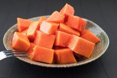 Τεμαχισμένο papaya που απομονώνεται Στοκ Εικόνες