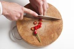 τεμαχισμός πιπεριών ατόμων τ στοκ φωτογραφία με δικαίωμα ελεύθερης χρήσης