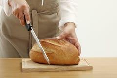 τεμαχισμός προσώπων φραντζολών ψωμιού στοκ εικόνες με δικαίωμα ελεύθερης χρήσης