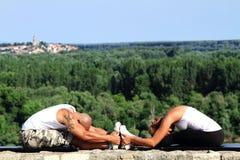 Τεντώνοντας ασκήσεις Στοκ Εικόνες