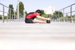 τεντώνοντας θέρμανση αθλη στοκ φωτογραφίες με δικαίωμα ελεύθερης χρήσης