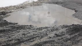 Τεράστια βρώμικη λακκούβα λάσπης απόθεμα βίντεο