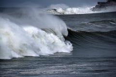Τεράστια θυελλώδης ωκεάνια κυματωγή Στοκ φωτογραφίες με δικαίωμα ελεύθερης χρήσης