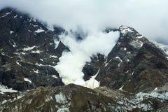 Τεράστια καταστρεπτική χιονοστιβάδα Στοκ εικόνα με δικαίωμα ελεύθερης χρήσης