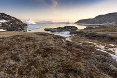 Τεράστια παγόβουνα στην πόλη του Ιλούλισσατ της Γροιλανδίας Το Μάιο του 2016 Στοκ Φωτογραφίες