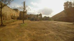 Τεράστια τάφρος κοντά στον αρχαίο τοίχο του φρουρίου Famagusta, Gazimagosa φιλμ μικρού μήκους