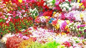 Τεράστια floral επίδειξη των ζωηρόχρωμων λουλουδιών Ινδία στοκ φωτογραφία