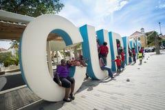 Τεράστιες επιστολές του Κουρασάο στις οδούς Punda στοκ εικόνες με δικαίωμα ελεύθερης χρήσης