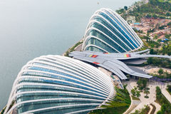 Τεράστιοι θόλοι των κήπων από τον κόλπο στη Σιγκαπούρη, δύο τεράστιοι στοκ εικόνες