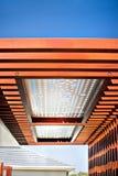 Τεράστιοι ξύλινοι ακτίνες και στυλοβάτες που καθορίζονται με το διαχωρισμό Στοκ εικόνες με δικαίωμα ελεύθερης χρήσης