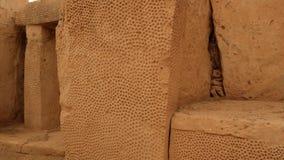 Τεράστιος διακοσμημένος πέτρα ναός Μάλτα Hagar Qim μεγαλιθικών μνημείων απόθεμα βίντεο