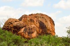 Τεράστιος κόκκινος βράχος Στοκ εικόνα με δικαίωμα ελεύθερης χρήσης