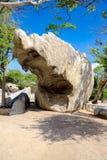 Τεράστιος σπασμένος βράχος στο εθνικό πάρκο Arikok, καραϊβική θάλασσα της Αρούμπα Στοκ εικόνες με δικαίωμα ελεύθερης χρήσης