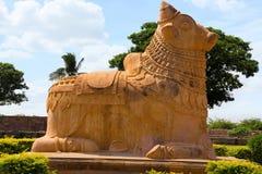Τεράστιος ταύρος Nandi στην είσοδο, ναός Brihadisvara, Gangaikondacholapuram, Tamil Nadu στοκ φωτογραφία με δικαίωμα ελεύθερης χρήσης