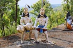 Τεράστιο άγαλμα που παρουσιάζει μάχη μεταξύ Sugriva και του Μπαλί, ναός Nilkantheshwar, Panshet στοκ εικόνες