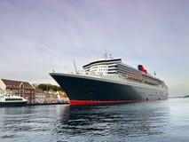 τεράστιο επιβατηγό πλοίο Στοκ εικόνες με δικαίωμα ελεύθερης χρήσης