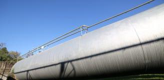 τεράστιο δοχείο πίεσης για την αποθήκευση του αερίου στο producti καυσίμων Στοκ Εικόνες